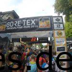 Der Moment, bevor ich die Startlinie des Transalpine-Runs 2016 übertrete.