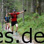 Große Freude bei km 22 auf der 1. Etappe. Nur noch einen Trailstock und Cindy direkt hinter mir beim Anstieg. Fotografiert vom Sportograf