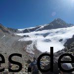 Seht ihr den Mast in der Mitte? Da ist der höchste Punkt. Auf 2750 m gibt es nur noch Schnee und Felsen. Copyright: Daniel Katzberg