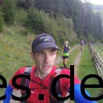 Wir sind wieder zu dritt bei Km 6 und laufen in Richtung VP1. Hermannslauf-Feeling mit Alpenaussicht. Copyright: Daniel Katzberg