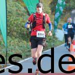 Der Moment, wo ich den ersten Halbmarathon beende. Man sieht, wie ich Filme und Fotos mache. Fotografiert von www.go4it-foto.de