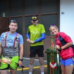 Dominik, Juliane und ich vor dem Start der sechsten Etappe. Vorbereitungen laufen oder werden abgeschlossen. Ich lege z.B. mir gerade die Startnummer an. Copyright: werun4fun.de