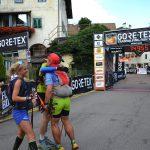 Freudiges Umarmen unter läufern und alle nach der Reihe im Team. Achja und Steph filmt alles. Copyright: werun4fun.de