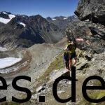 Wir waren fast an dem höchsten Punkt des Rennens in einer Welt die nur noch aus Fels und Schnee und etwas Gras besteht. Fotografiert von Sportograf
