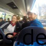 Susanne und Christian von den Sudbrackläufern teilen sich mit Inga und mir den Bus zum Hermannsdenkmal. (Copyright: Daniel Katzberg)