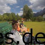 Juliane, Dominik und ich chillen am Vorabend in der Sonne in Grainau. (Copyright: Daniel Katzberg)