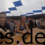 Gute Stimmung am Tisch bei der Pasta Party. Dominik und besonders Anna sind gut drauf. (Copyright: Daniel Katzberg)