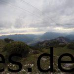 Ungefähr bei Km 54,5 ist der zweite Gipfelpunkt erreicht. Unter uns liegt Grainau und dort irgendwo das Ziel. (Copyright: Daniel Katzberg)