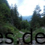 Der letzte Abstieg ins Tal. Hier ungefähr noch 5 km bis zum Ziel. Der Abstieg ist anspruchsvoll. (Copyright: Daniel Katzberg)