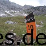 Joschi und ich feierten dieses Schild. Nur noch 10 km! (Copyright: Daniel Katzberg)