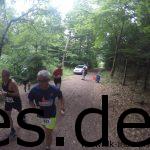 Beim 2. Km laufen wir auf einen Dudelsackspieler vorbei. Hinter uns auch der Läufer vom Stockholm Marathon. (Copyright: Daniel Katzberg)