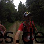 Bei Km 25 waren wir in urigen und dichten Wäldern unterwegs. Wie man sieht, hatten wir eine gute Stimmung. (Copyright: Daniel Katzberg)
