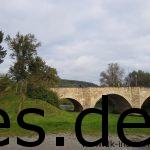 Wir queren abermals bei Km 45 die Tauber. Auf der Brücke ist ein weiterer Teilnehmer des Laufes. (Fotografiert durch Sina Koller)