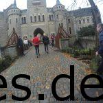 Km 5,5: Nun geht es über die Brücke ins Schloss. (Copyright: Daniel Katzberg)