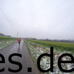 Ich werde am Ende vom Läufer nach 9,5 km überholt, der zuvor in meinem Windschatten lief. (Copyright: Daniel Katzberg)
