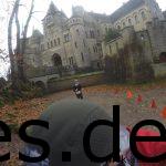 Km 26,5: Sina ist dicht hinter mir und wir laufen nun ins Schloss. (Copyright: Daniel Katzberg)