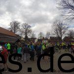 Der Schulhof füllt sich, sprich der Start des Ibbenbürener Klippenlaufes rückt näher. (Copyright: Daniel Katzberg)