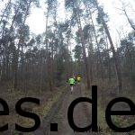 Nach gut zwei Km geht es die erste Klippe hinauf. Christian von den Sudbrackläufern ist im gelben T-Shirt zu sehen. Daniel im schwarzen T-Shirt links daneben. (Copyright: Daniel Katzberg)