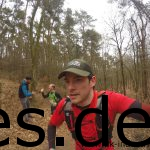 Berghoch auf der zweiten Klippe, ca. Km 4. Was ich an diesem Foto so mag ist: Es zeigt einen Ausschnitt der guten Stimmung. Schaut mal links hinter mir. (Copyright: Daniel Katzberg)