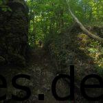 Km 4: Einfach durch einen Stein laufen. (Copyright: Daniel Katzberg)