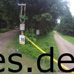 Bei Km 55 entdeckte ich parallel das Km 1 Schild der Halbmarathonläufer_innen. (Copyright: Daniel Katzberg)