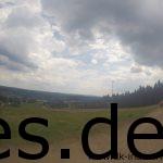 Km 71,5 und im Tal ist Schmiedefeld zu sehen. Das Ziel. (Copyright: Daniel Katzberg)