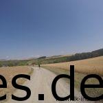 Km 46,5 und es ist wie immer: Heiß, kein Schatten und diesmal geht es bergab. (Copyright: Daniel Katzberg)