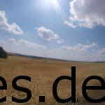 Km 57, der Blick nach Links. Weite Aussichten, leere Felder, kein Schatten. (Copyright: Daniel Katzberg)